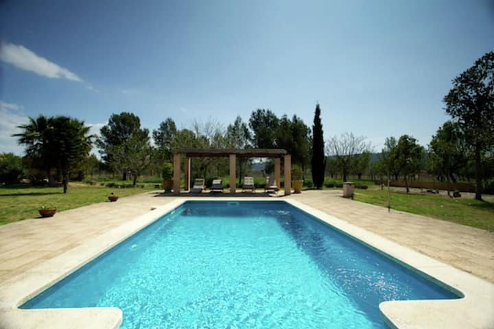 Luxury country house with stunning views of the Sierra de Tramuntana mountains