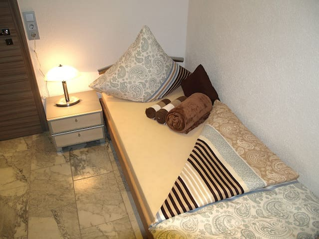 Einzelzimmer in modernem Haus, Gemeinschaftsräume - Kirkel - Bed & Breakfast
