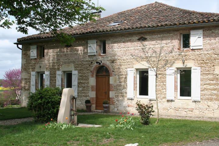 Ancienne ferme rénovée - MERLES - Casa