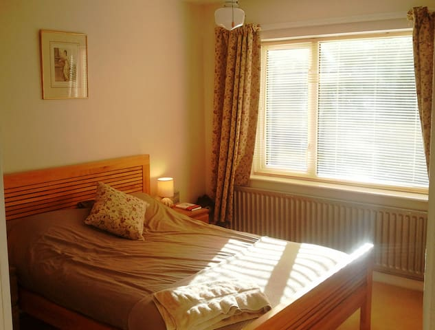 A double room with rural views - Far Forest - House