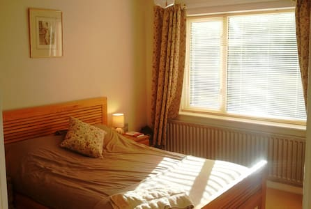 A double room with rural views - Far Forest - Ev