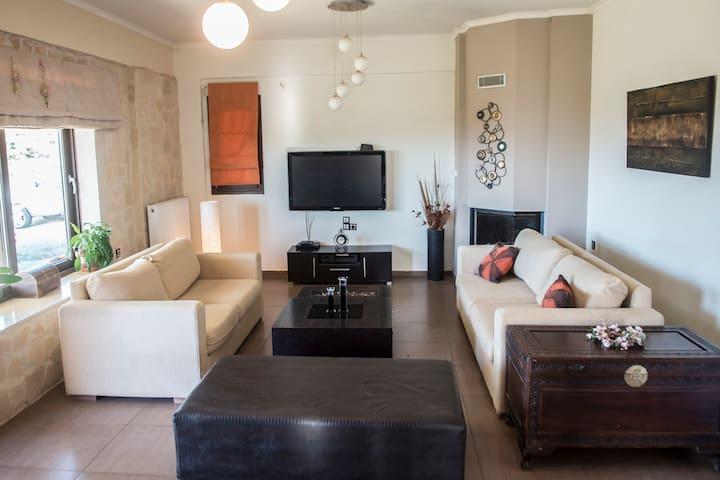 House Veggera - Πόμπια - House