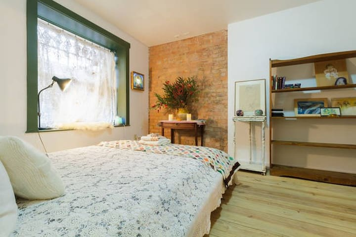 Romantic Hideout with Private Full Bathroom - Brooklyn - Hus