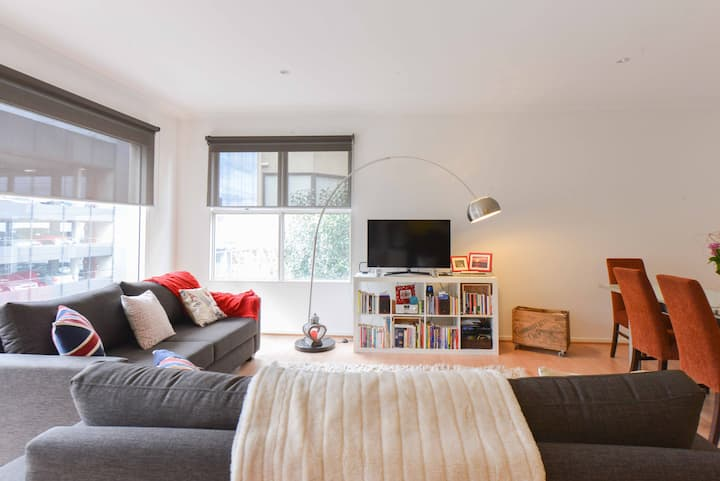Private room-centrally located gorgeous apartment