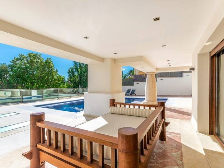 Villa in Manilva with pool in excellent location