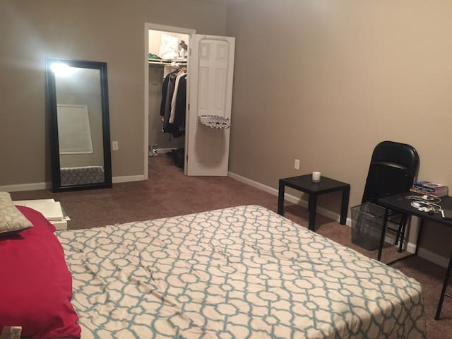 Cozy Furnished Room Available Great Location - Suitland-Silver Hill - Daire