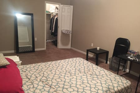 Cozy Furnished Room Available Great Location - Suitland-Silver Hill