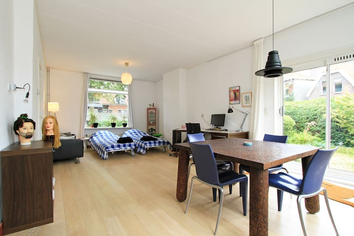 Spacious room, kitchen & garden - Zaandam - Hus