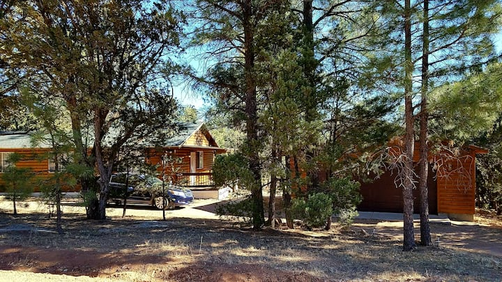 Woodsy Cabin in the Cool Pines W/Deck & Ponderosas