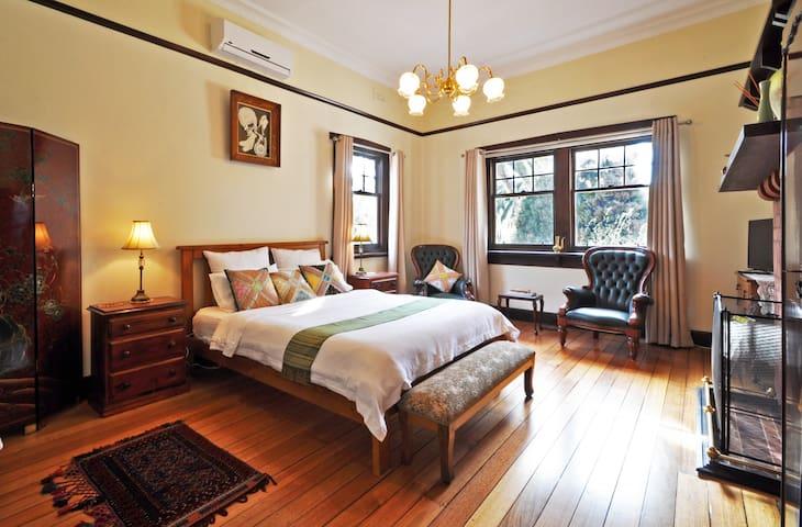 Graceburn Gardens: St Leonard Room