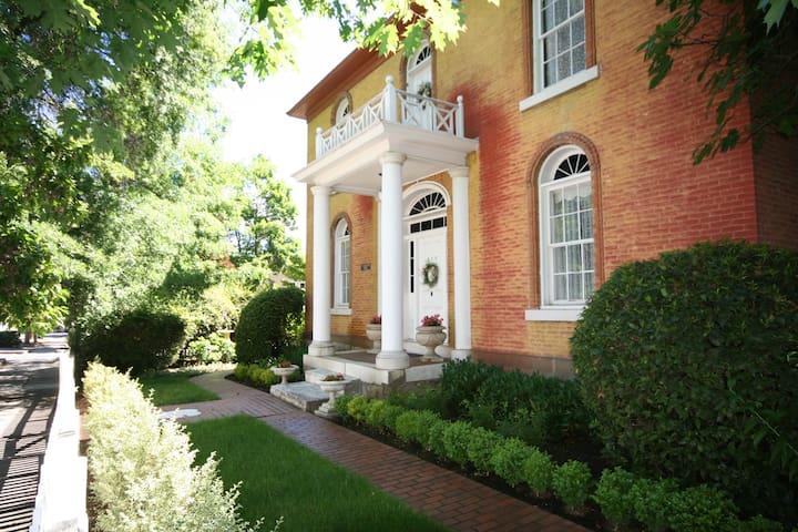 B.F. Dowell House