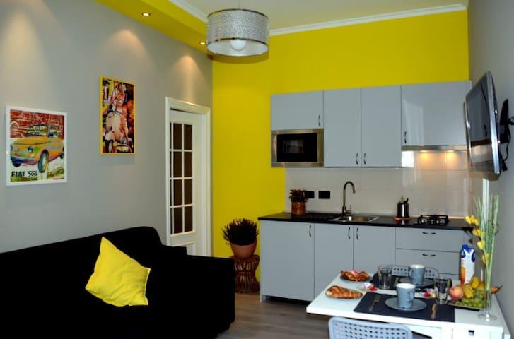 Turin Yellow Apartment - Mole Anton