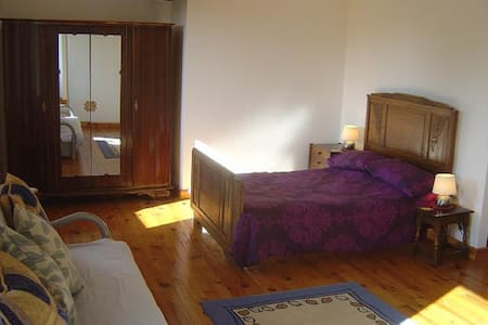 Bedroom 1...Large Family Suite - Hambye - Bed & Breakfast