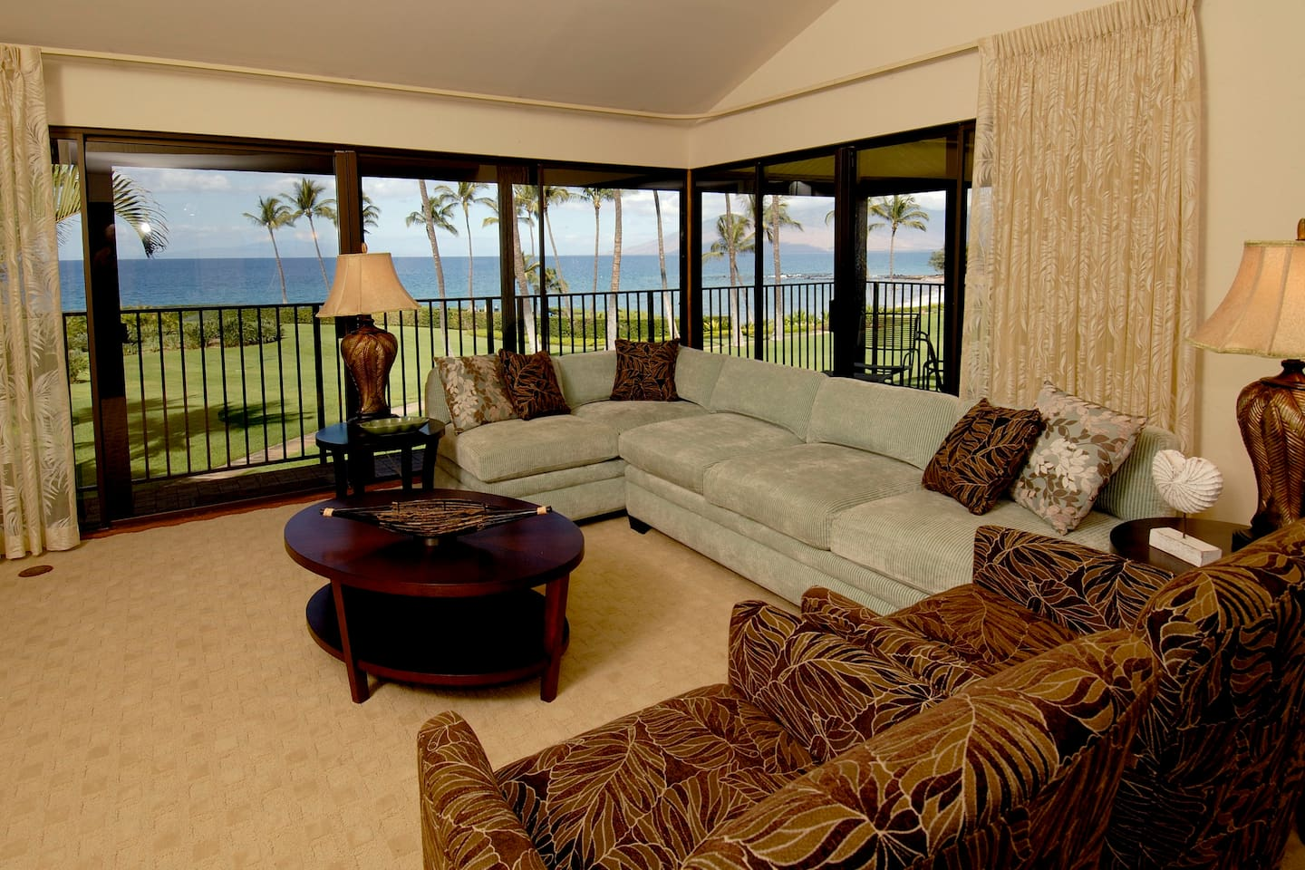 Front Row - Wailea Beachfront Condominium 1904