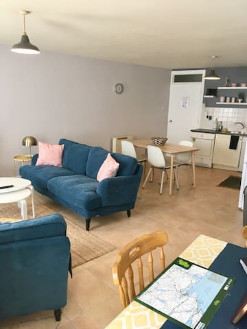 Next door to the Abbey! Apt in the Heart of Sligo