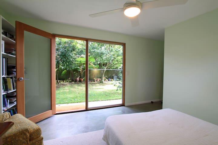 Garden guest room with bathroom - Lane Cove North - Talo