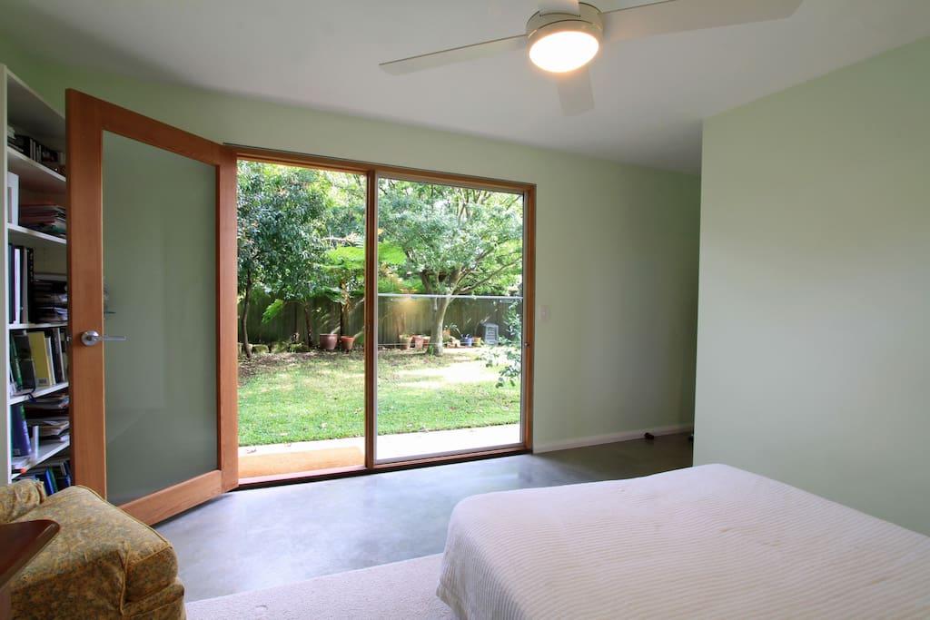 Garden guest room with bathroom houses for rent in lane for Garden guest room
