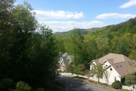 Mountain view, quiet neighborhood - Hendersonville - Casa