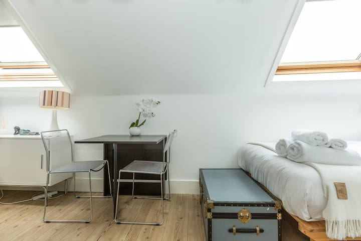 A Cute Top Floor Studio Flat in Wandsworth