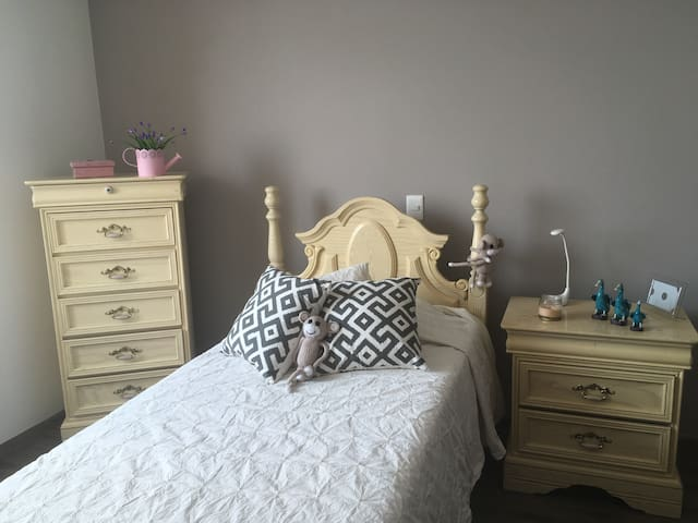 Beautiful and cozy equipped room for Women