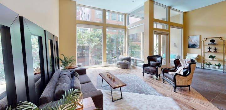 Beautiful condo, High ceiling, The best city block