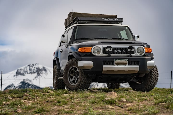 Fj Cruiser. A mobile mountain glamping experience.
