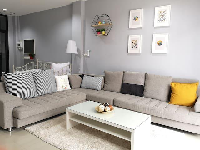 S3 Premium Home(2 min walk to Leegadens Plaza)