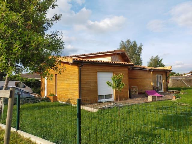 Chambre dans maison en bois à Carcans