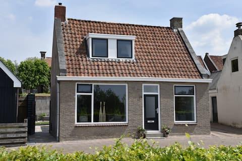 Sfeervol vakantiehuis in Holwerd bij Waddenzee