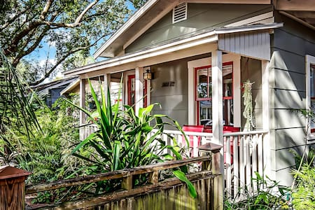 """EREHWON""  Arts & Craft Cottage - Tampa - Cabane"