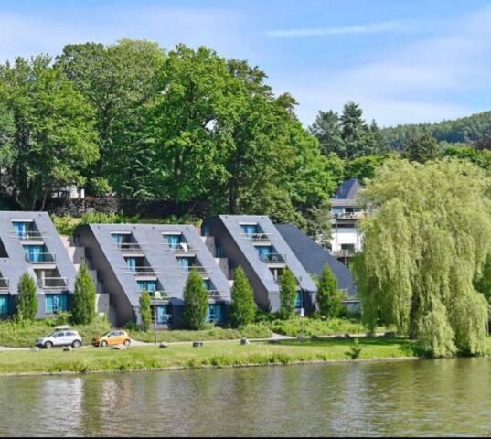 Vue directe sur le lac de Vielsalm - Studio rénové
