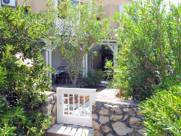Tonci Apartments with garden