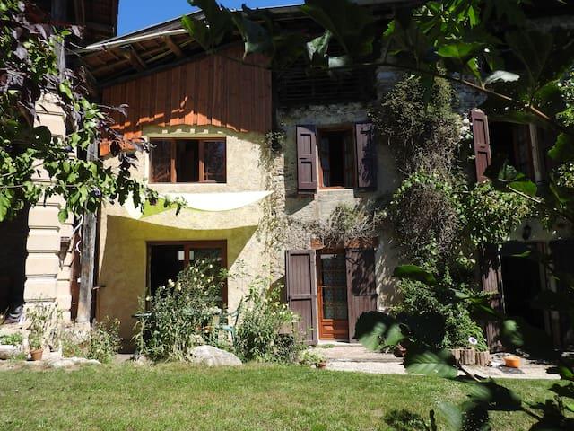 Logement très calme, dans village face au Vercors