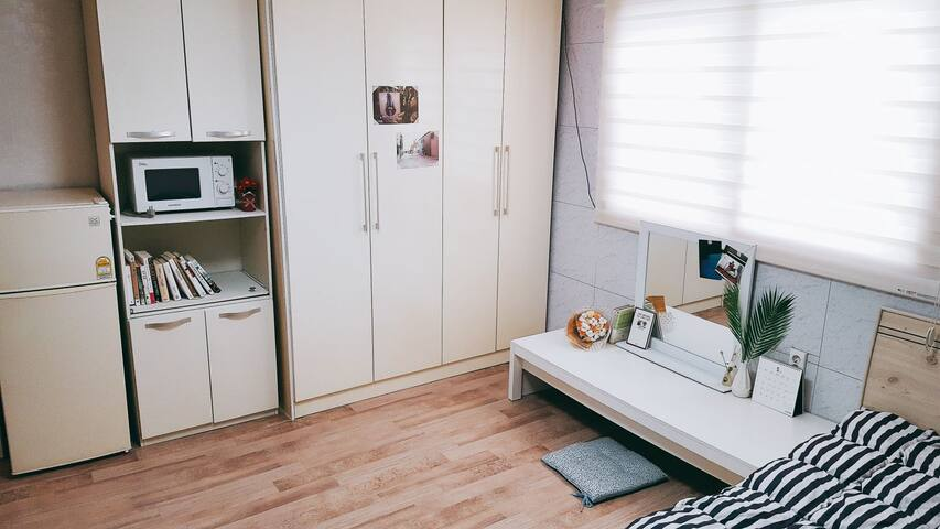 Spacious and cozy studio, near Busan train station