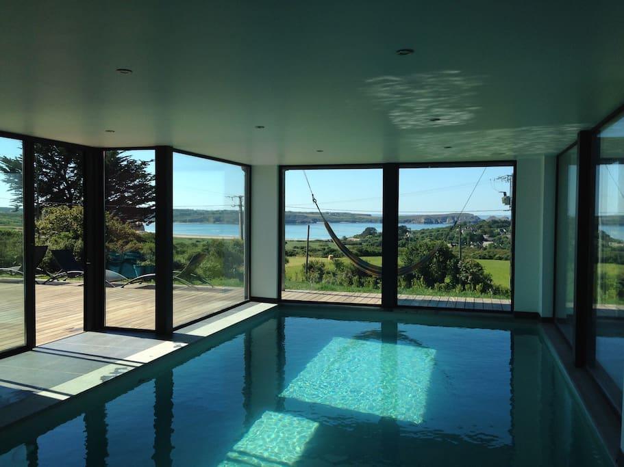 villa vue sur mer piscine int rieure chauff e maisons louer camaret sur mer bretagne. Black Bedroom Furniture Sets. Home Design Ideas