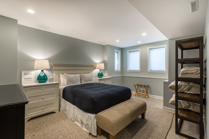Perfect 1BR in Lincoln Park - Steps to DePaul!