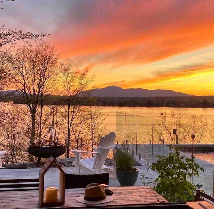 Modern lake house: pool, sauna, spa, amazing view.
