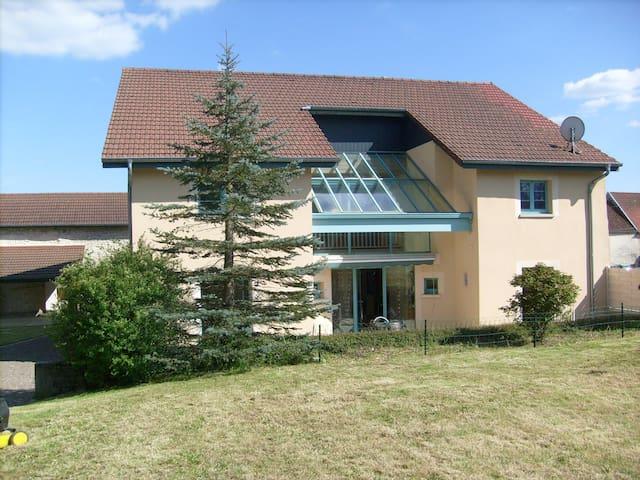 maison tout confort et spacieuse - Noidans-le-Ferroux - House