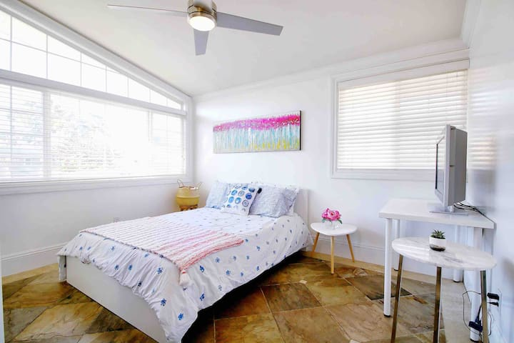 Calm & Clean | Private Bedroom | 3 mi to Beach
