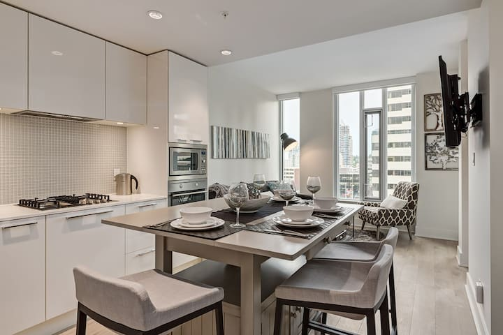 Luxurious FURNISHED 1 BED on Downtown Beltline - Calgary - Condominium