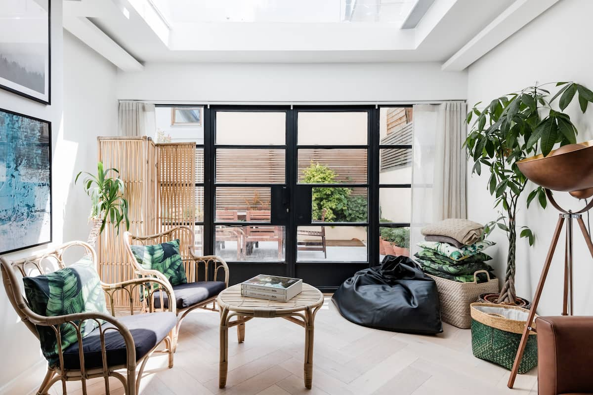 Elegant, Skylit Flat in a Quiet Area by Primrose Hill