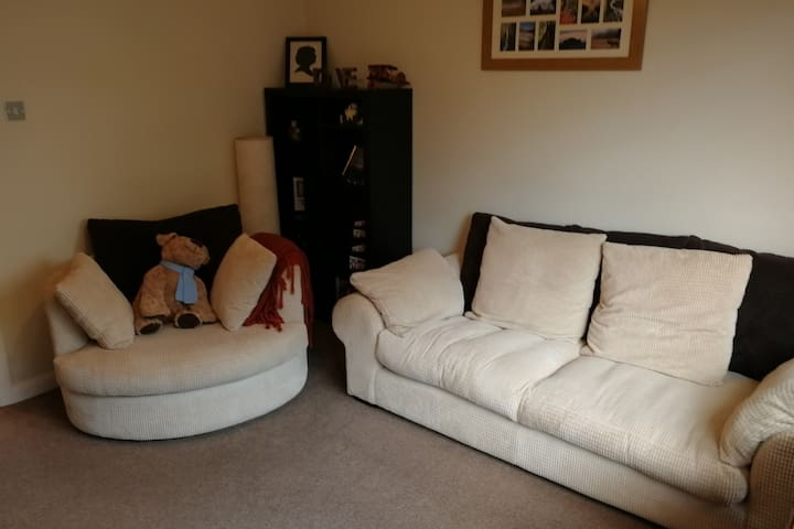 Farnborough 2 bed apartment close to airport
