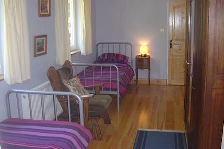 Bedroom 4..Ground Floor Twin Room - Hambye - Aamiaismajoitus