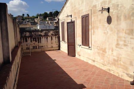 Mansarda centro storico - Canicattini Bagni - Lakás
