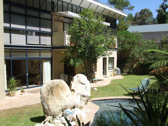 Ambleplace  Apartment,  Fernwood (Kirstenbosch)