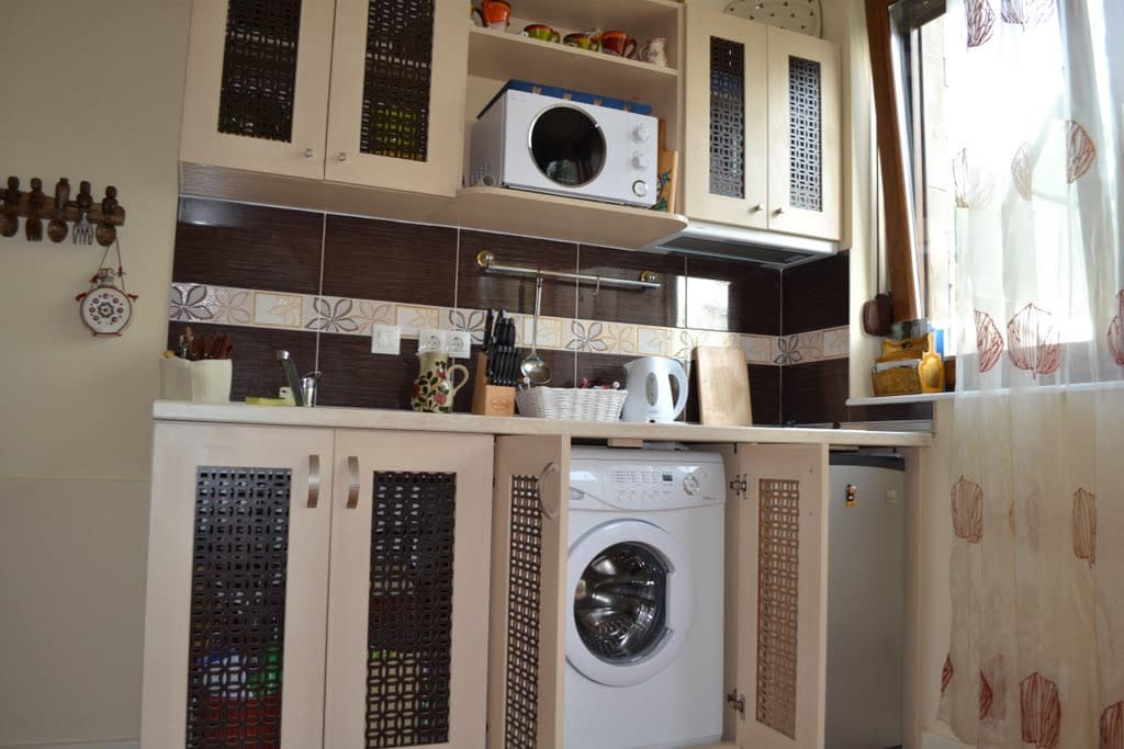 fully equipped taylor-made kitchen