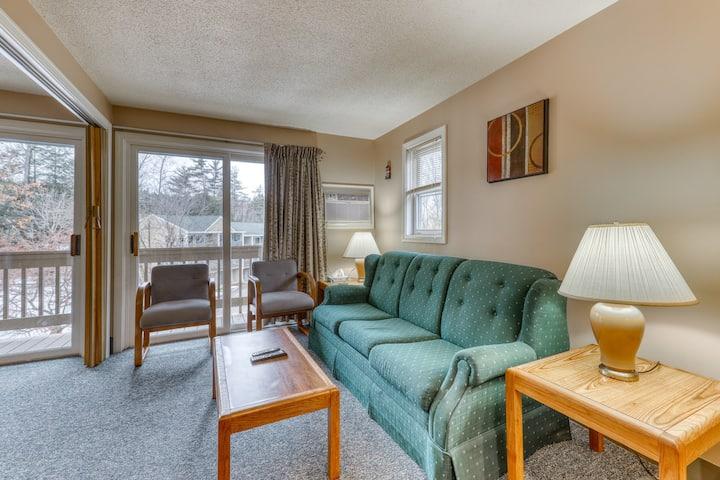 Lakefront condo w/ shared amenities resort