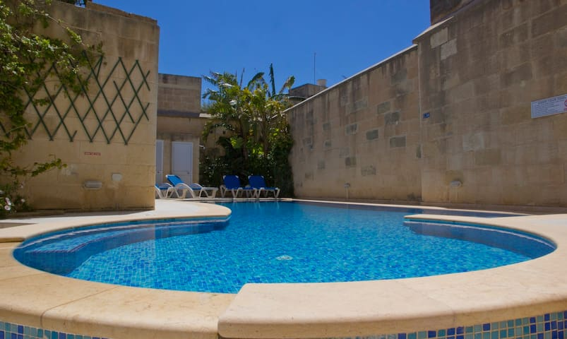 Gozo F/house,Sleeps 10,Big Pool, AC - Gharb - Appartement
