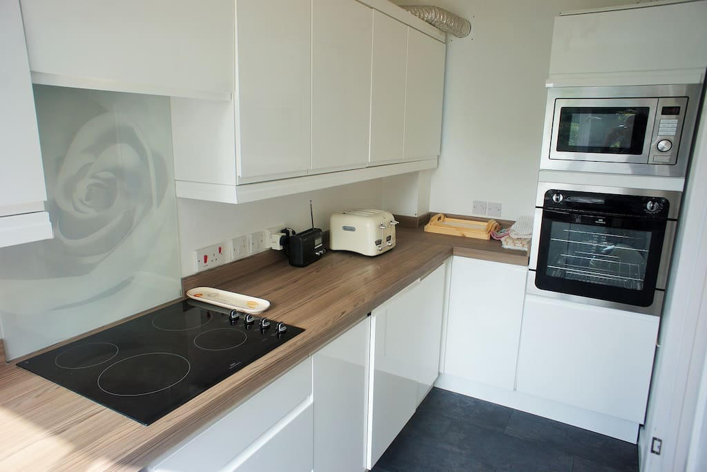 brand new luxury fully fitted kitchen with dishwasher and washing machine