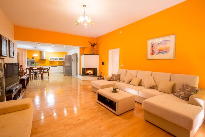 Living room ANA